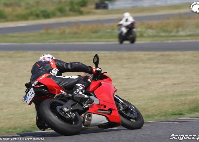 Ducati 899 Panigale 2014 zakrety