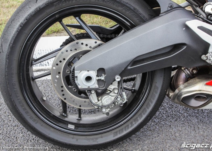 Ducati 899 Panigale wahacz z prawej