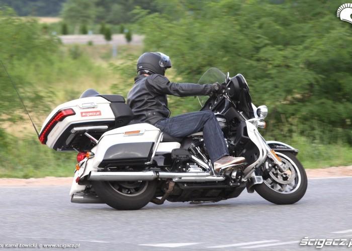 Harley Davidson Electra Glide Ultra Classic 2014 pochylenia