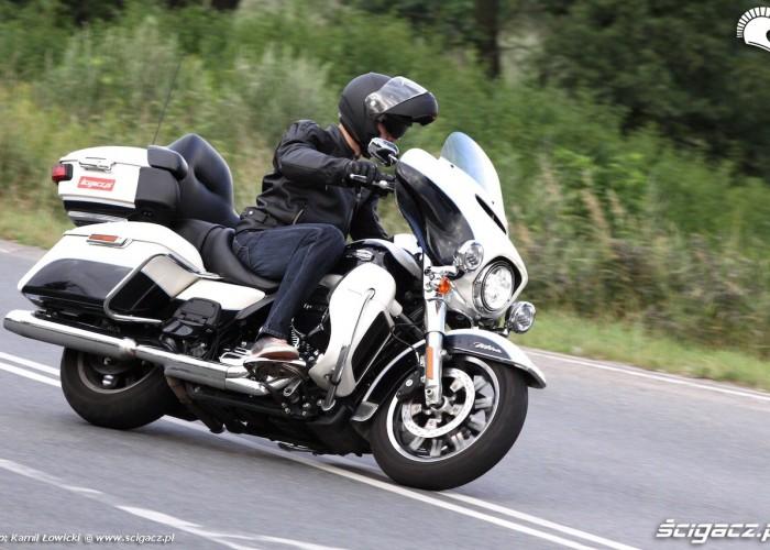 Harley Davidson Electra Glide Ultra Classic 2014 zakrety