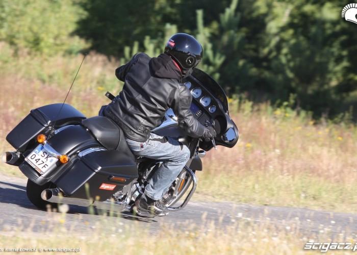 Na drodze Harley Davidson Street Glide 2014