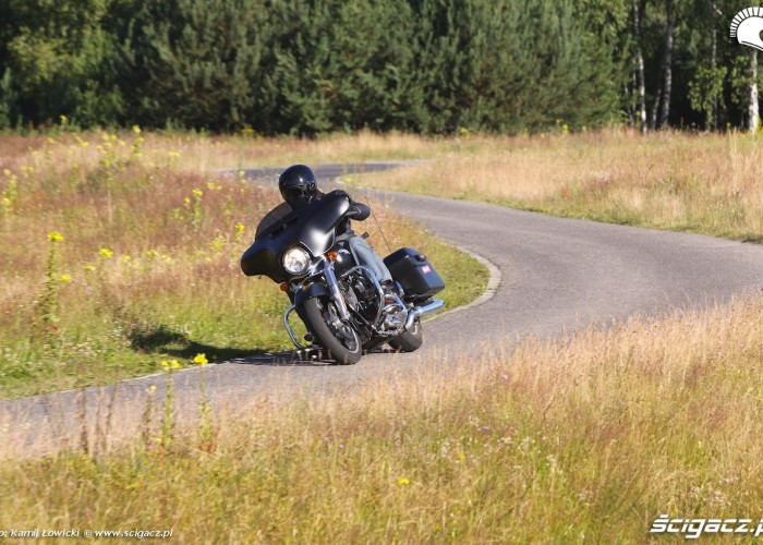 Zmiana kierunku Harley Davidson Street Glide 2014