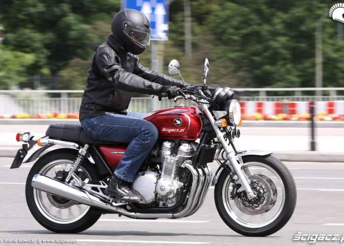 Honda Cb 1100EX motocyklista