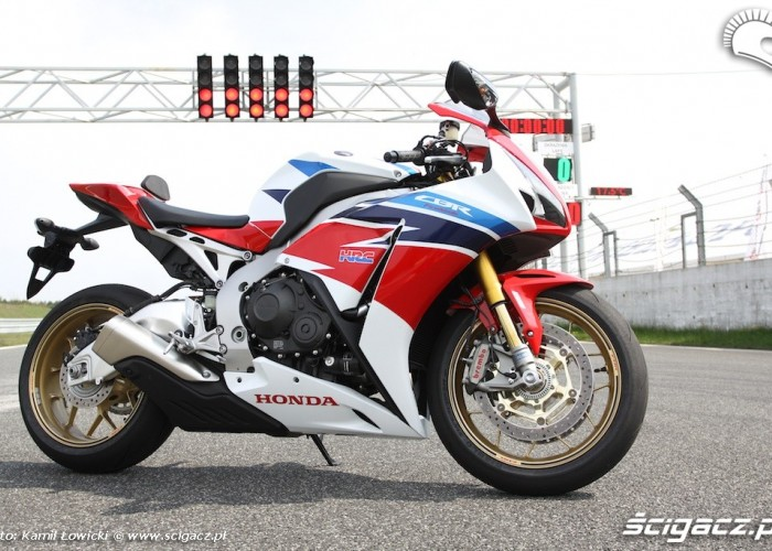 Honda CBR 1000 RR SP 2014 na torze