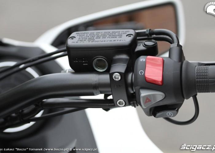 przyciski na kierownicy