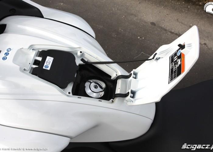Wlew paliwa Honda CTX700