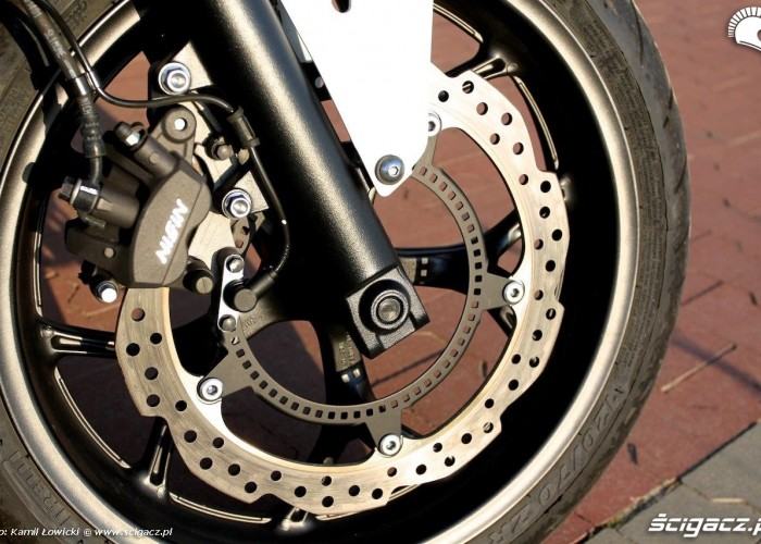 Honda NC 750 X hamulce