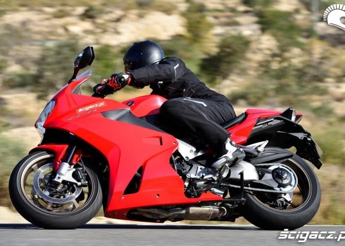 Honda VFR800 dynamicznie bokiem