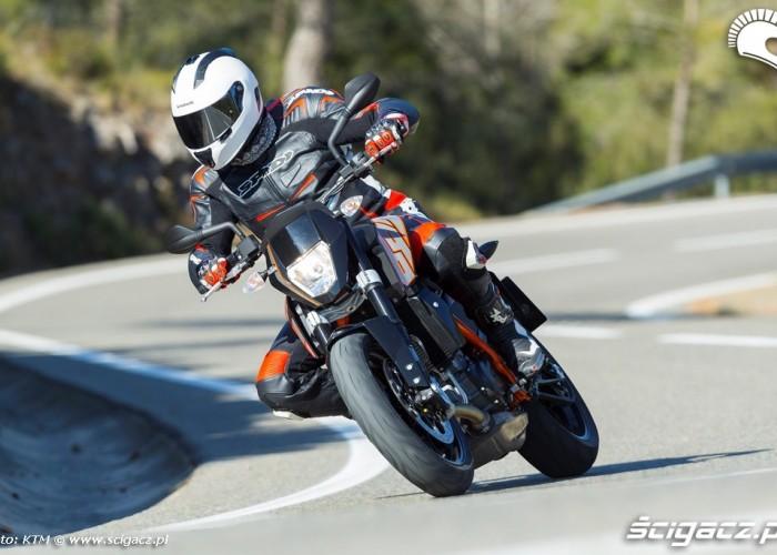 KTM 690 Duke 2014 zakret