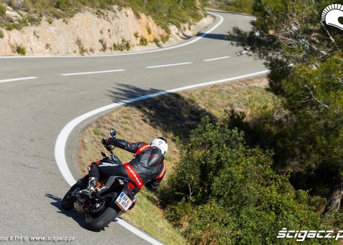 W zakrecie KTM 690 Duke 2014