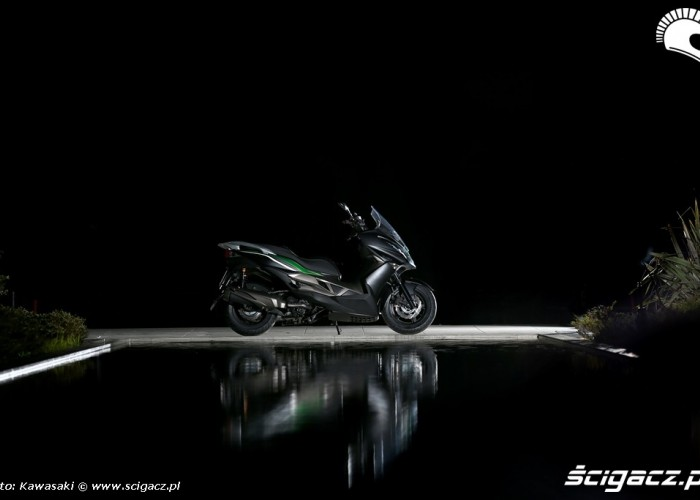 Nocne zdjecie Kawasaki J300 2014