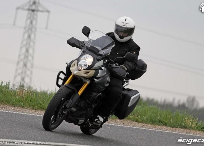 Suzuki w czasie jazdy DL1000