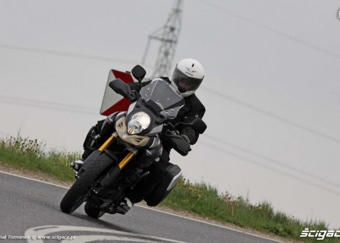 zakret DL1000 Suzuki