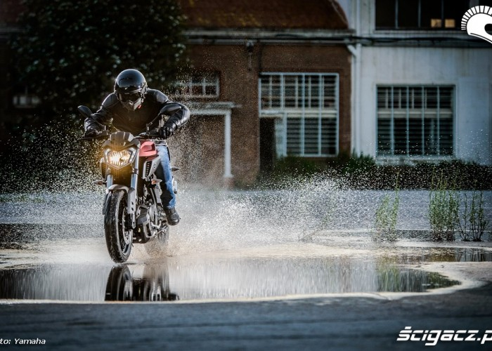 Jazda po wodzie Yamaha MT125