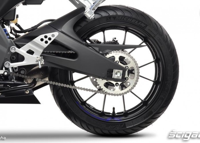 2014 Yamaha YZF R125 tylne zawieszenie