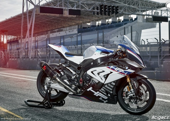 BMW HP4 Race 006