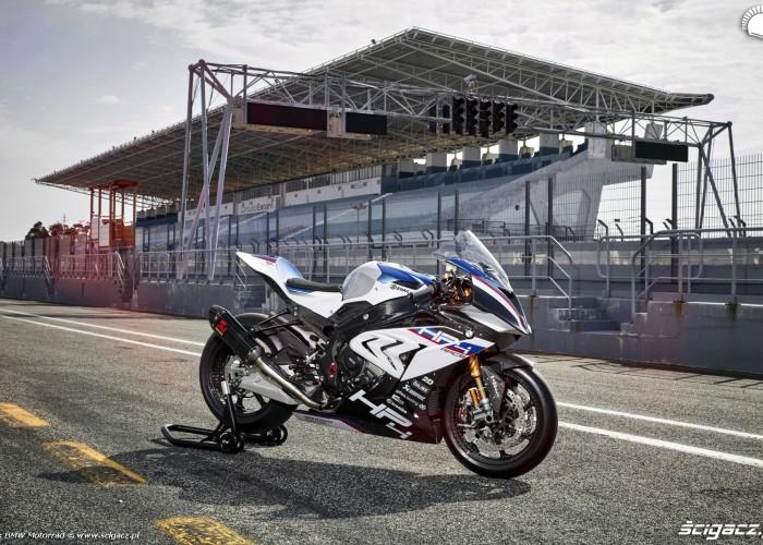 BMW HP4 Race 008