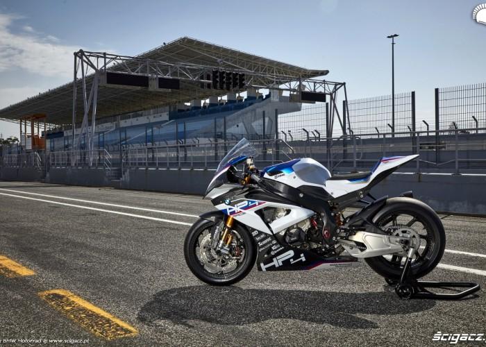 BMW HP4 Race 011