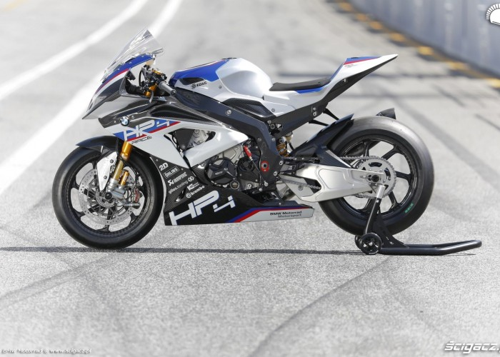 BMW HP4 Race 018