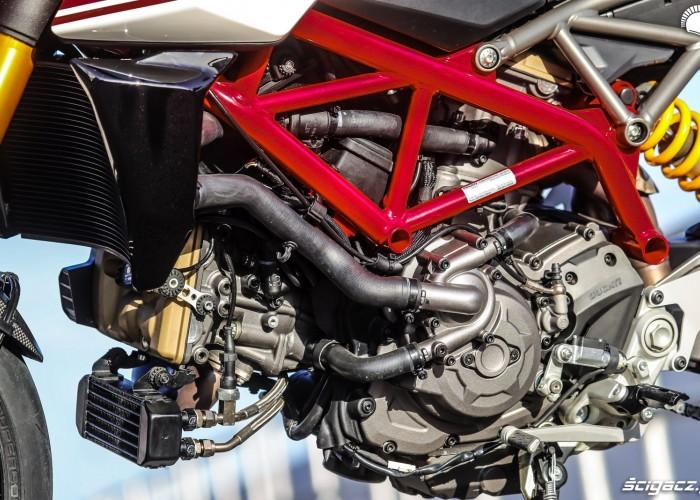 Hypermotard 950 SP silnik