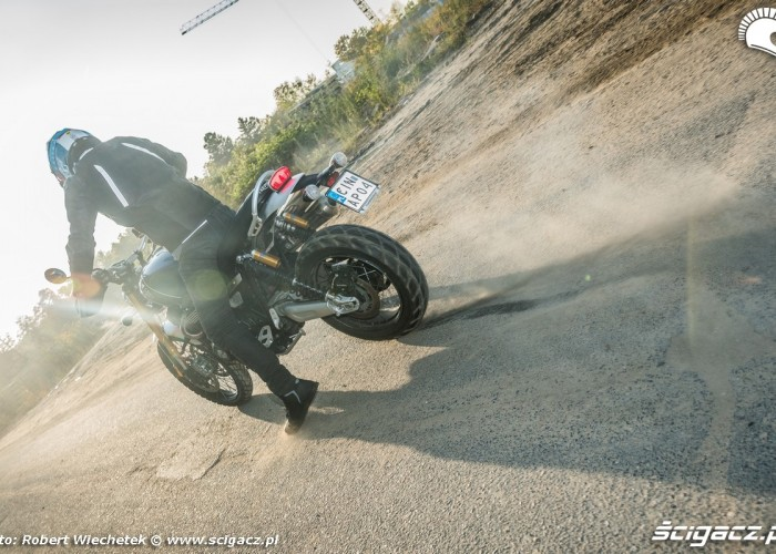 Triumph Scrambler 1200 XE Barry burnout 2