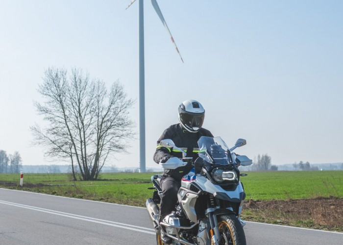 BMW R1250GS 40 szosa wiatrak