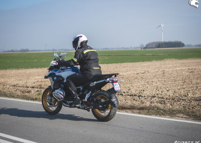 BMW R1250GS 41 szosa pole