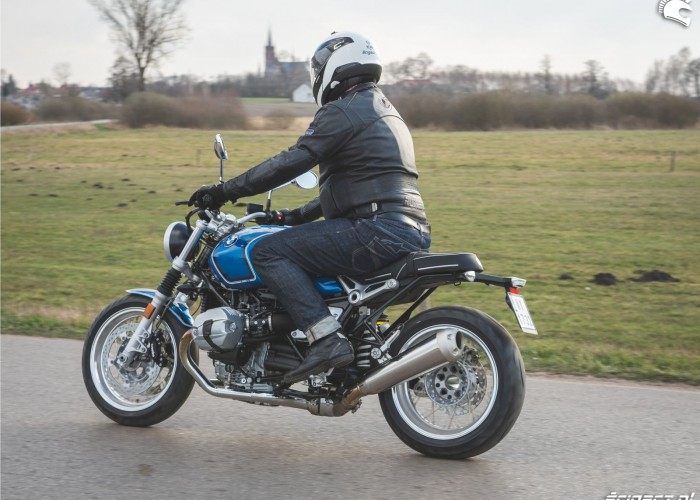 10 BMW RnineT5 31 pole tyl