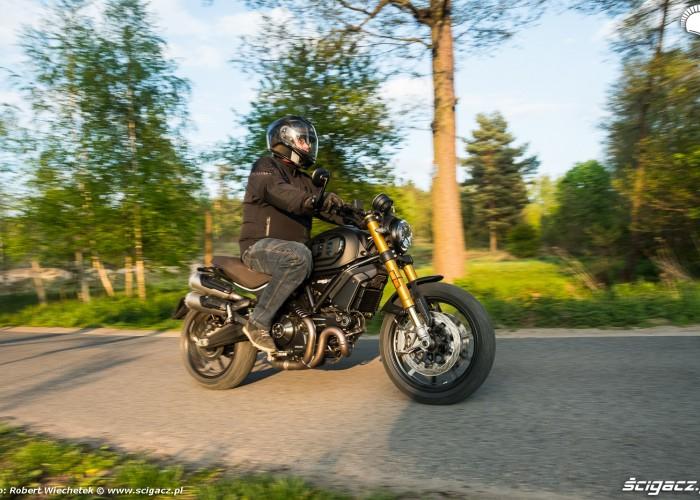 11 Ducati Scrambler 1100 akcja
