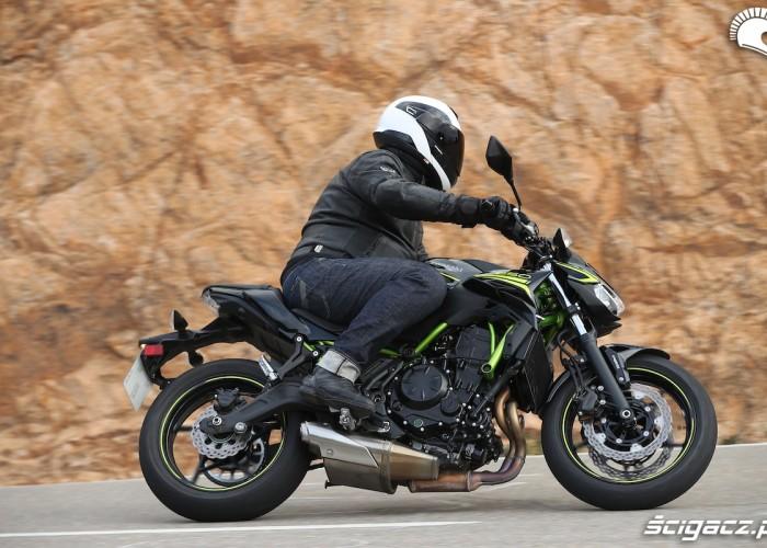 01 Kawasaki Z650 2020 zlozenie