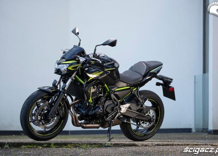 12 Kawasaki Z650 2020 postoj