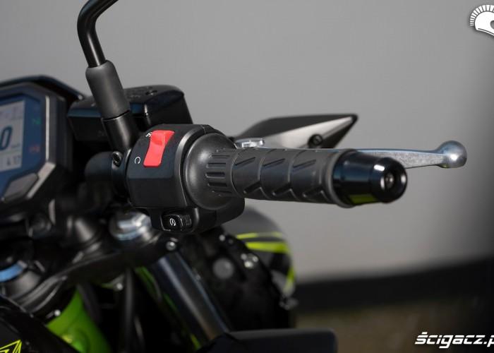 Kawasaki Z650 2020 manetka prawa