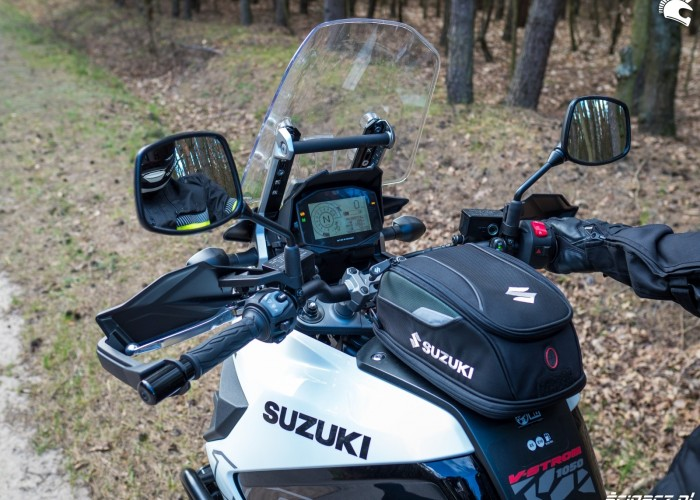 Suzuki VStrom 10150 34 kokpit tankbag