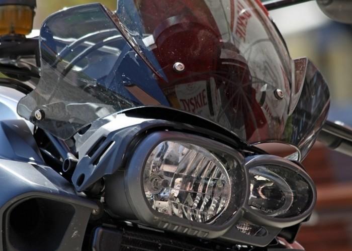 BMW K1300R niesymetryczne lampy