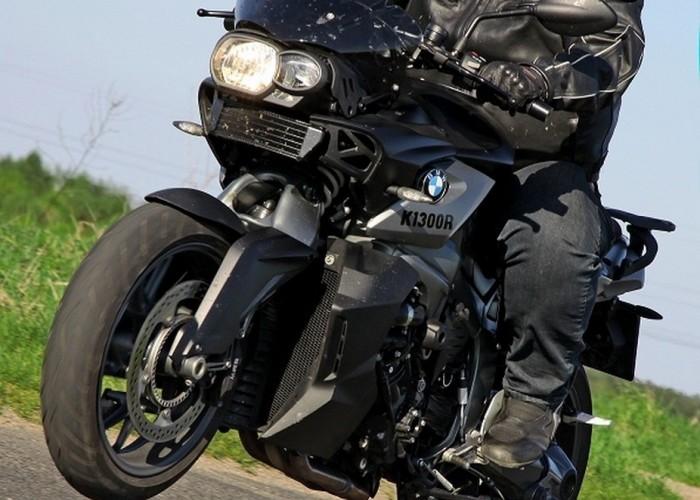 pseudo wheelie BMW K1300R