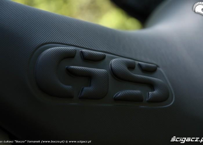 BMW R1200GS logo na kanapie