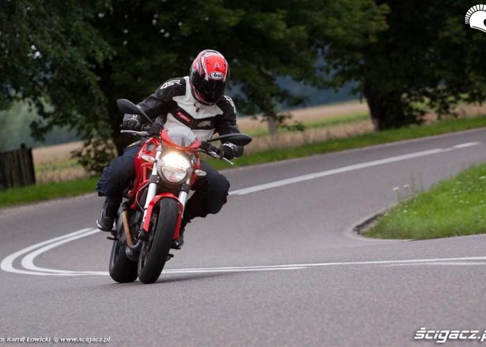 na zakrecie Ducati Monster