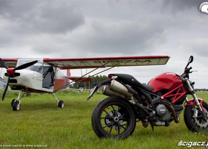 pod niebem Ducati Monster 796 2011