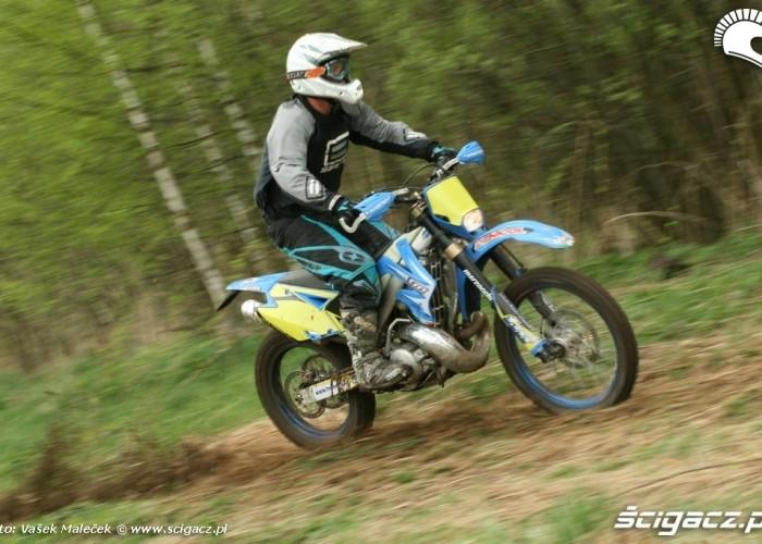 TM EN300 na trawie