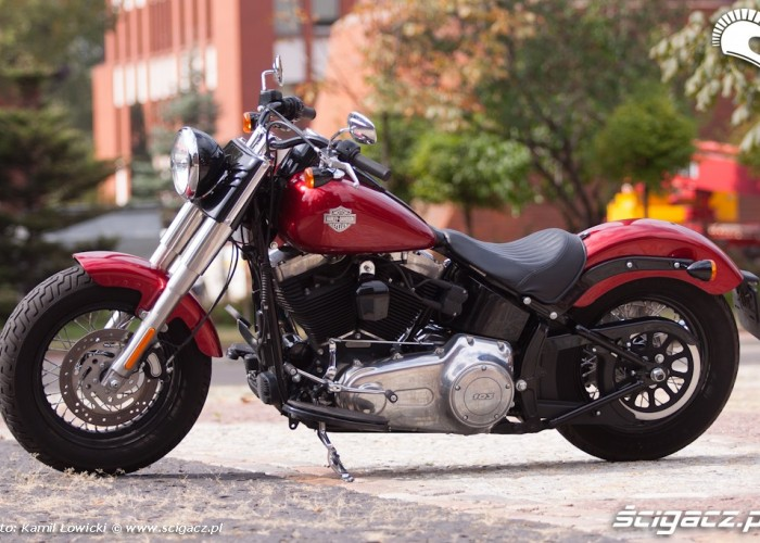 lewy bok Harley Davidson Softail Slim
