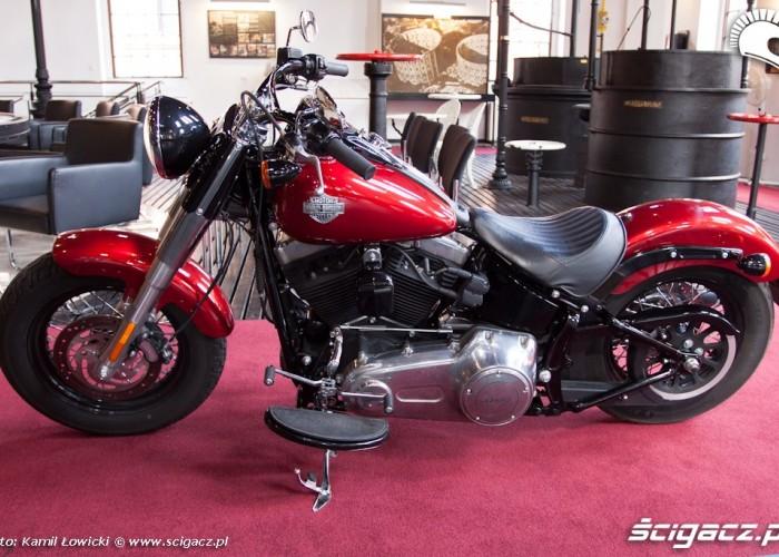 lewy bok gazownia Harley Davidson Softail Slim