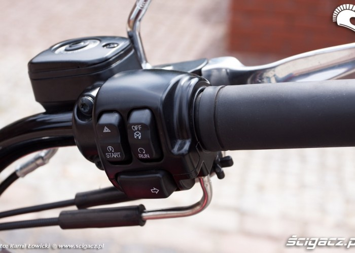 prawa manetka Harley Davidson Softail Slim