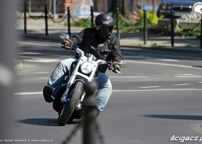 V Rod Muscle Harley Davidson rondo jazda