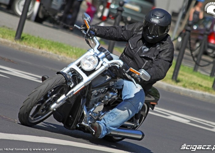 V Rod Muscle lans na miescie Harley Davidson