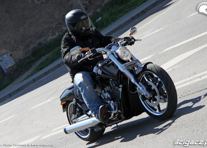 crusing Harley Davidson V Rod Muscle