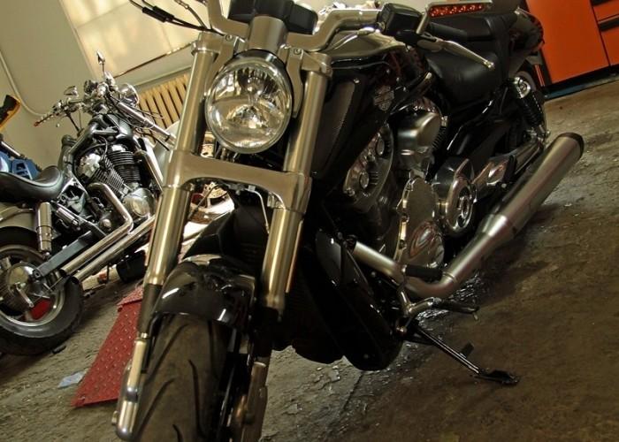 lewy przod Harley Davidson V Rod Muscle