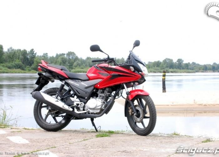 Honda CBF125 nad woda