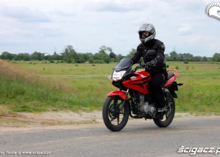Honda CBF 125 poza miastem