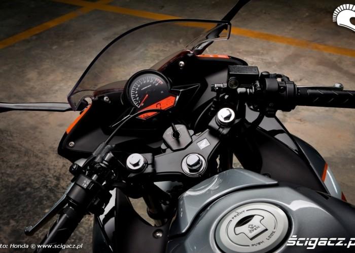 Pozycja za sterami Honda CBR125 2011