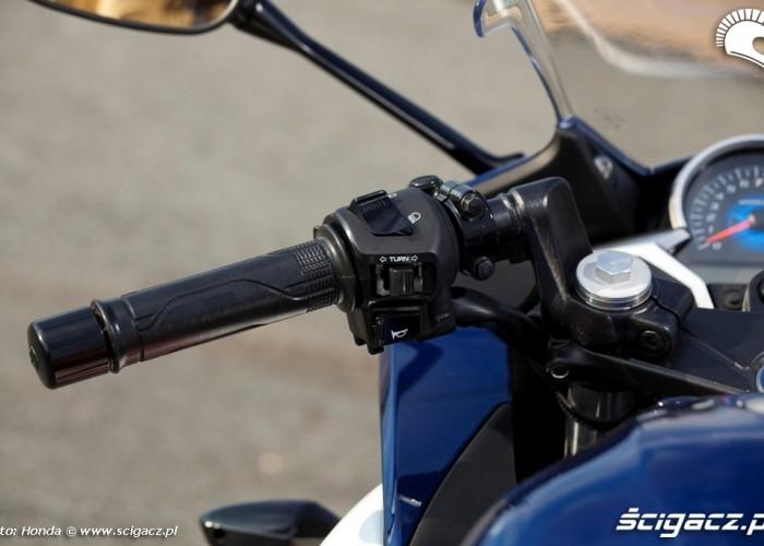 Honda CBR250R 2011 lewa polowa kierownicy
